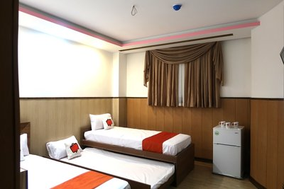 هتل چهلستون سه ستاره